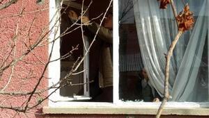 Maskeli hırsız dehşeti Yaşlı kadını ve kızını bağlayıp paralarını çaldılar