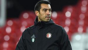 Çinin Guangzhou R&F takımında teknik direktörlüğe Van Bronckhorst getirildi