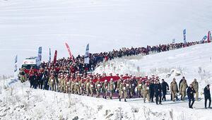 20 bin kişi şehitlerin izinden yürüdü