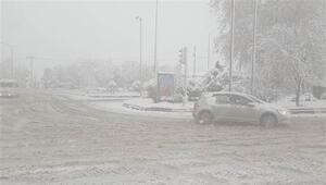 Afyonkarahisarın bir ilçesinde eğitime kar engeli