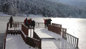 Gölcük Tabiat Parkındaki göl buz tuttu