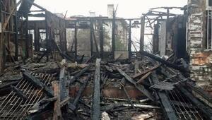 Tekirdağda tarihi bina yangında kül oldu