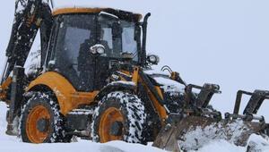 Elazığ'da kardan kapanan 150 köy yolundan 63'ü açıldı