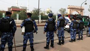 Hindistanda protestolar sırasında medreseye giren polislerin şiddet uyguladığı iddia edildi