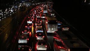 Son dakika haberi... İstanbullulara trafik şoku Yüzde 80...