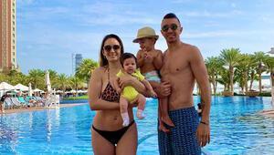 Muslera ve ailesinin tatil keyfi Kaldığı otelin geceliği...