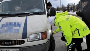 Simavda kar lastiği takmayan sürücülere ceza uygulandı