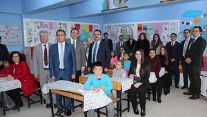 Alaşehirde hakim ve savcılardan eğitime Ala Sınıf desteği