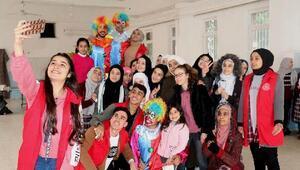 Gençlik Merkezi'nden okullarda şenlik