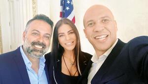 Süreyya Yalçın, ABD başkanlığına adaylığını koyan Cory Booker'ı Miami'deki malikanesinde ağırladı.