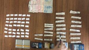 Sokakta uyuşturucu satarken yakalandı