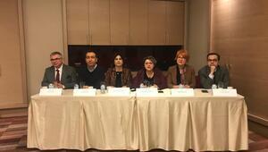 10 Ocak Çalışan Gazeteciler Günü'nde gazetecilere plaket