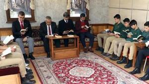 Başkan Zeybek öğrencilerle kitap okudu