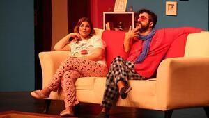 """""""Seni Unutmak İstemedim ki"""" Tiyatro Oyunu İzmir'de Sahnede"""