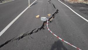 Antalyada heyelan nedeniyle yolda çökme oluştu