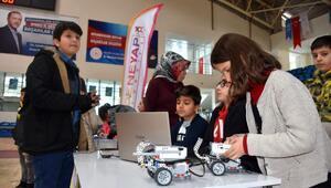Hakkaride geleceğin teknoloji yıldızı adayları yeteneklerini sergiledi