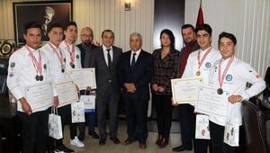 Lise öğrencilerinden 11 madalya