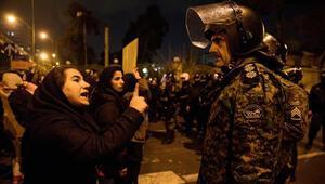 Hamaneyi çiğnediler, Süleymaniyi yaktılar İranda öfke büyüyor