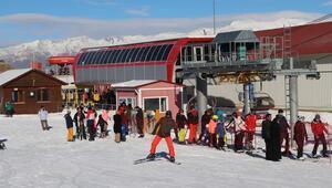 Erzincan Ergan Dağı Kayak Merkezinde hafta sonu yoğunluğu