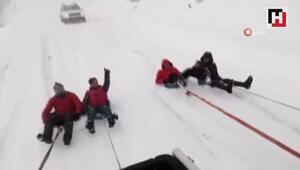 Artvinliler kar çilesini eğlenceye dönüştürdü