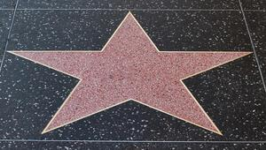 Rüyada ünlü görmek ne anlama gelir Rüyada ünlü birini görmenin tabiri