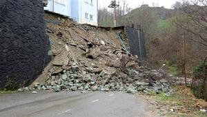 Son dakika haberler: Tahliye edilen riskli okulun istinat duvarı çöktü
