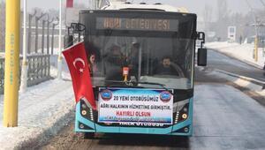 Başkan Sayan, direksiyon başına geçerek otobüs tanıttı