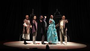 Raif ile Letafet müzikli oyunu Mudanyada sahnelendi