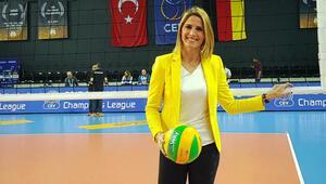 Voleybol maçını anlatan kadın spiker Başak Koç: Türkiye bu sesi sahiplendi