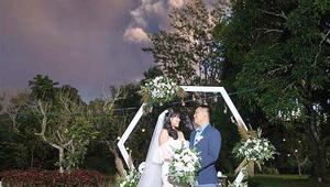 Volkan külleri altında düğün
