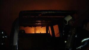 Sanayi sitesinde yangın: 1 iş yeri ile 1 araç yandı, 1 kişi yaralı