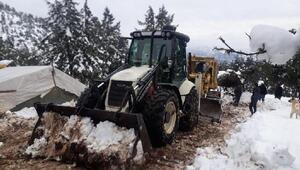 Mersin Büyükşehir'in kar nöbeti