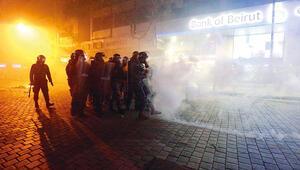 Beyrut'ta 'öfke haftası': Merkez bankasına girmeye çalıştılar