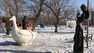 Çoban heykeltıraştan eskimo evi ve kar heykelleri