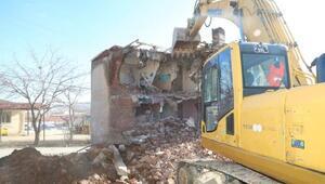Elazığda metruk yapılar yıkılıyor