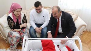 Mudanya Belediyesinden yılın ilk doğan bebeklerine hediye