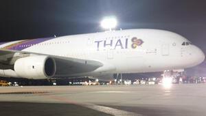 İstanbul Havalimanı'nda bir ilk A380 tipi uçak acil iniş yaptı