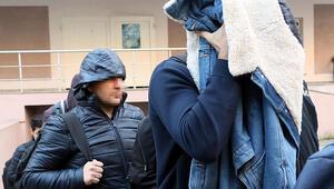İzmirde FETÖden gözaltına alınan 105 asker adliyeye sevk edildi