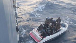 Kıbrıs açıklarında, bottaki 12 kaçak göçmen kurtarıldı