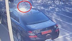 Valilik makam aracındaki Türk bayrağını öpüp alnına koydu