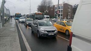 Üskdarda kaza... Trafikte yoğunluk oluştu