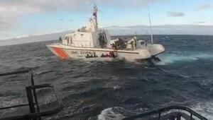 Botları batma tehlikesi geçiren 22 kaçak göçmen kurtarıldı