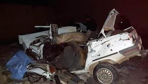 Otomobil önce tarım aracına, ardından duvara çarptı: 2 ölü, 2 yaralı