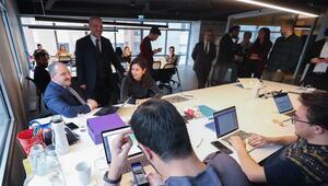 Bakan Varank, Silikon Vadisinden yatırım alan Türk şirketini ziyaret etti