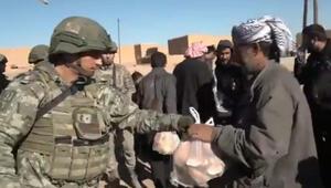 Mehmetçikten Barış Pınarı Harekatı bölgesinde Suriyelilere yardım