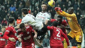 Beşiktaşta Gökhan Gönülden maç sonu açıklama: Havlu atacak değiliz