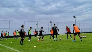 Son dakika   KKTCde bir ilk; FIFAya üye bir ülkenin takımı kamp için ülkeye geldi