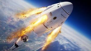 SpaceXin acil durum testi: Falcon 9 infilak ettirildi, astronot kapsülü okyanusa indi