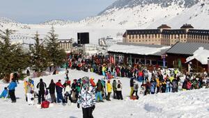 Davraz Kayak Merkezine ziyaretçi akını