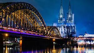 Köln'de bomba paniği Tren seferleri durduruldu, bölgede tahliye başladı...